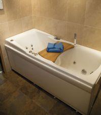 Vi har flera olika varianter och utseenden av rektangulära badkar. Med eller utan massagefunktioner ...