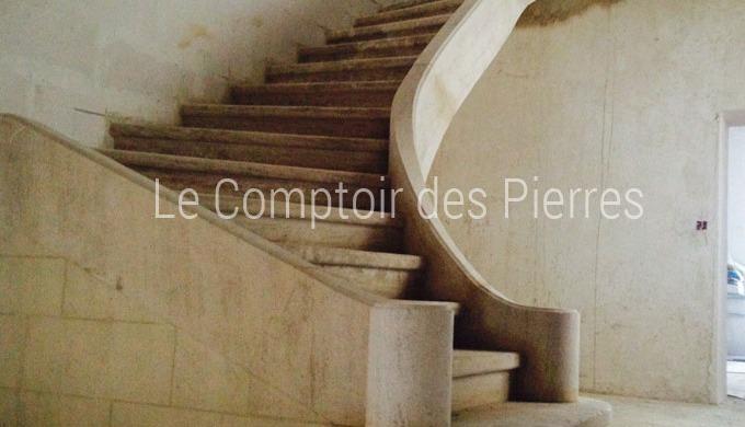 Nous fabriquons et livrons partout en France nos escaliers en pierre naturelle de Bourgogne. Il exis...