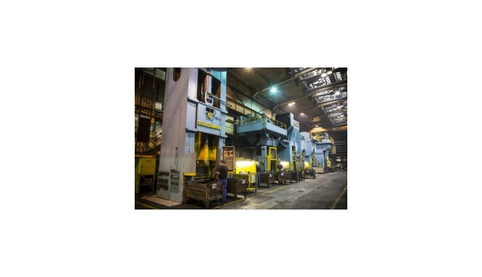 Cold forging press for the automotive industry