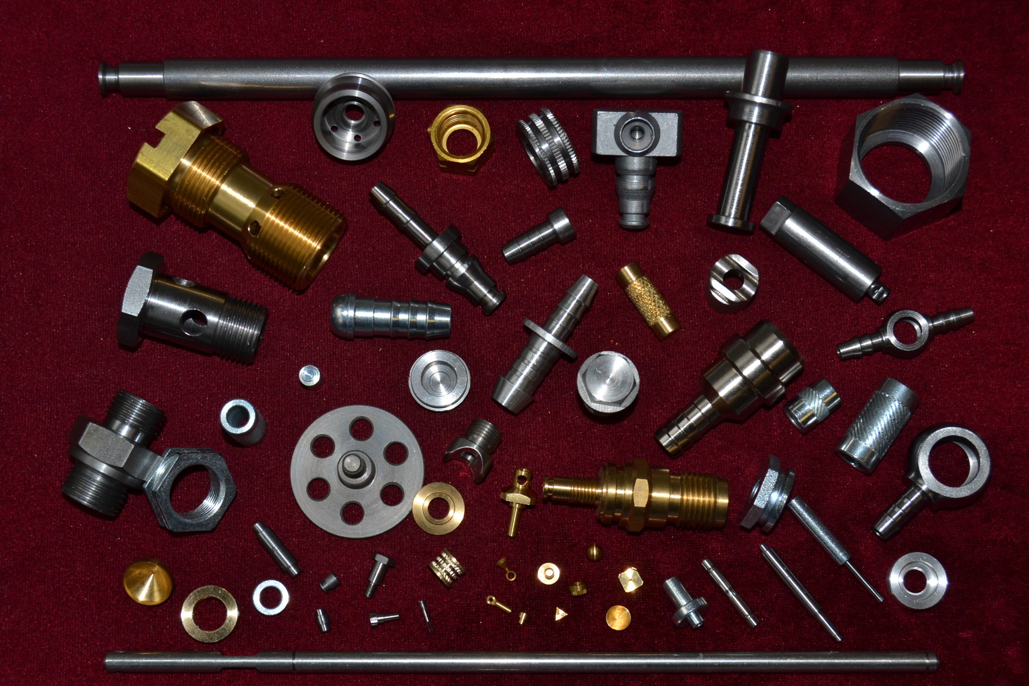 Sériově vyráběné soustružené díly.Obráběný materiál:nerezová ocel,automatová ocel,ušlechtilá ocel,mosaz,hliník,plasty