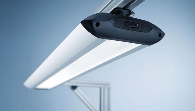 TAMETO è disponibile con tecnologia a lampade fluorescenti T5 o tecnologia a LED di ultima generazio...