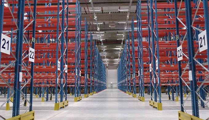 Stoccaggio flessibile e scaffalature industriali È possibile ottimizzare continuamente le attività d...