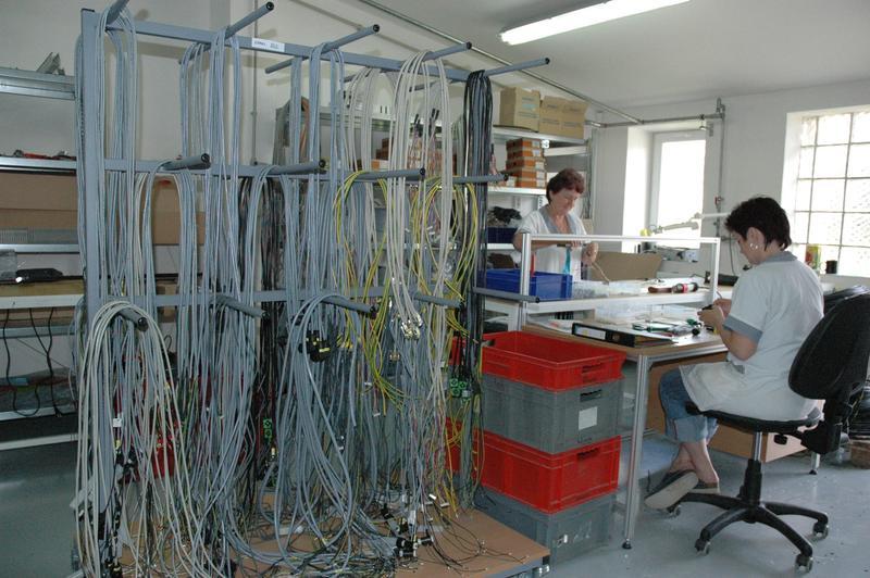 Kabelové svazky, montáž kabelových svazků Montáž celého spektra nejrůznějších komponentů jak do fáze...