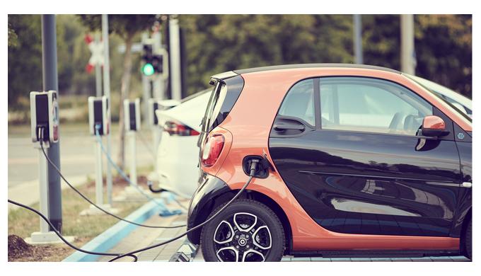 Elesa trabaja en la fabricación de componentes para la carga de baterías del coche eléctrico