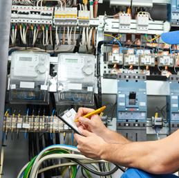 L'étude de l'installation électrique se fait par un bureau d'études en techniques spéciales