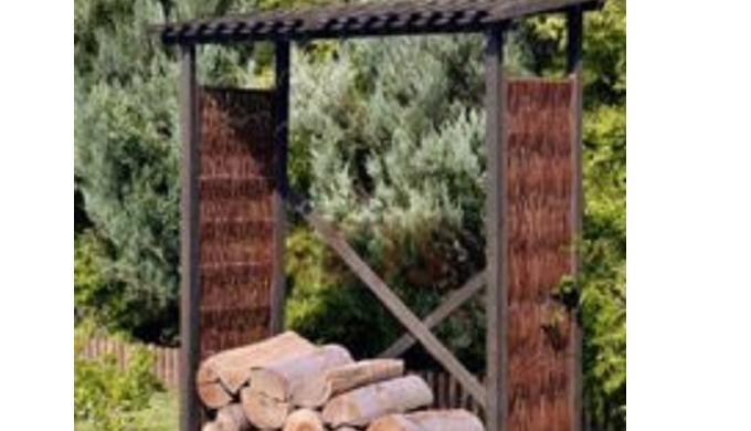Drewutnie wykonane z wikliny i drewna. Przeznaczone do przechowywania np. drewna opałowego w ogródka...