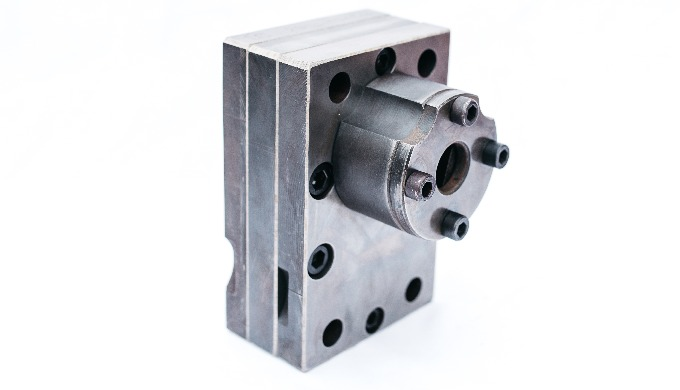 Gear pumps for manufacturing yarn LAVSAN