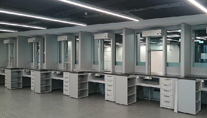 L'entreprise argovienne SIPORT AG est leader dans la fabrication de guichets avec son guichet haute ...