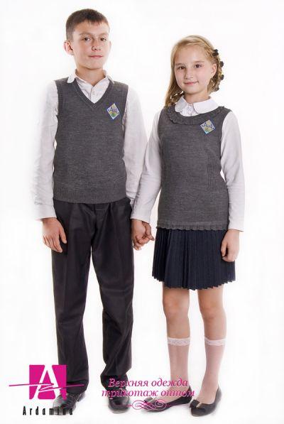 """Только у нас у производителя вязанных трикотажных изделий ОсОО """"Ардамина"""" Вы можете заказать различные фасоны  школьной формы с учетом особенностей фигуры мальчиков и девочек."""