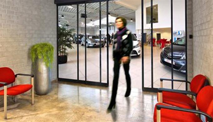 Automatische Schiebetüren bieten ein- oder zweiflügeligen Türöffnungen in vielen verschiedenen Varia...