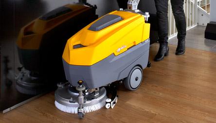 Det store program af rengøringsmaskiner har hovedvægt på industristøvsugere, men omfatter også kvali...