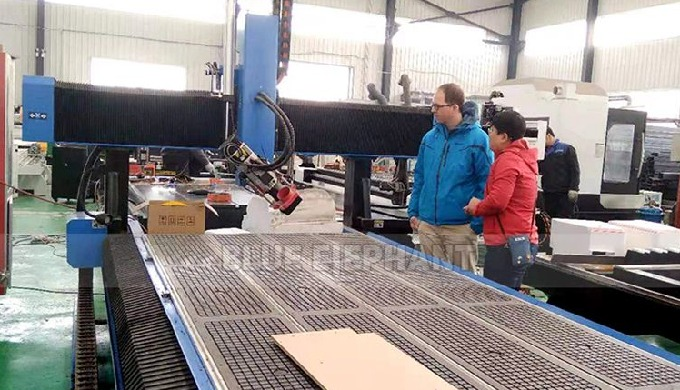 German Customer Check the Purchased 1325 CNC Machine