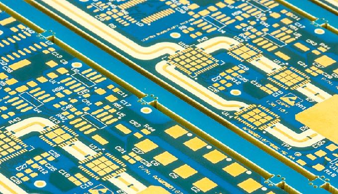 Il ruolo dei materiali di base nei circuiti ad alte prestazioni
