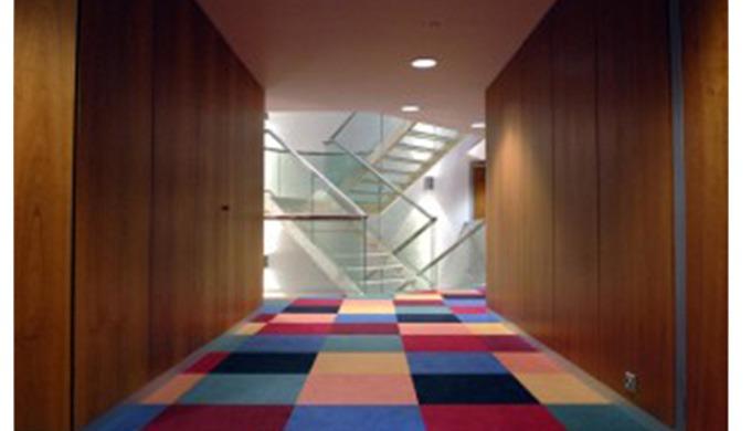 Le revêtement de sols sert de protection ou de décoration mais il est spécifiquement adapté pour rés...