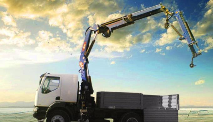 Il s'agit d'un camion plateau porte-grue de marque PM dimensionnée selon l'utilisation du client. La...