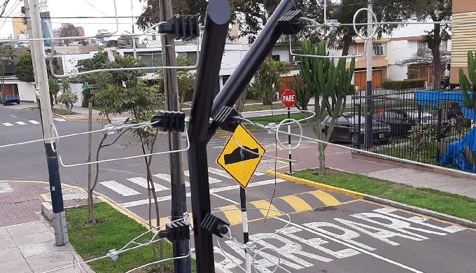 Ofrecemos la instalación de cercos eléctricos en Lima para casas, empresas y condominios. Tenemos ce...