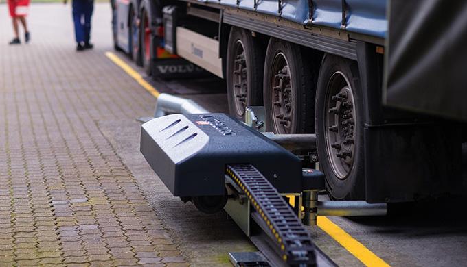 Sicherheit beim Verladen: Die neue automatische LKW-Wegfahrsperre von ASSA ABLOY